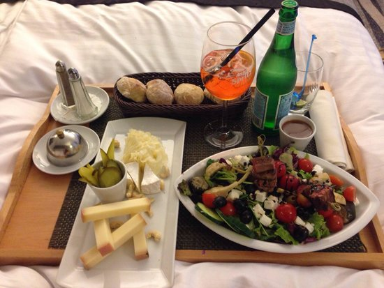 Mövenpick Hotel Lausanne: Olympique salad and cheese platter