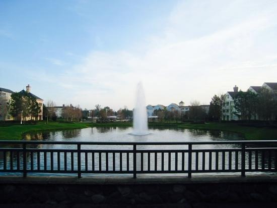Disney's Saratoga Springs Resort & Spa : Superbe fontaine près de notre chambre