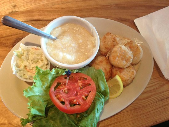 Sears Landing Grill & Boat : Fried scallop sandwich and cheese grits