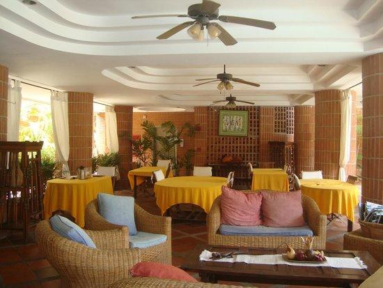 Costa Real Suites: Comedor