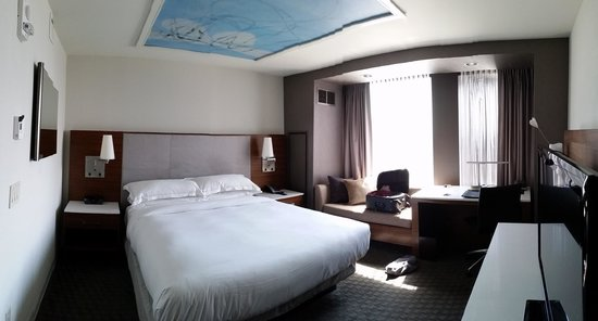 Hilton Columbus Downtown: 1-king suite panoramic