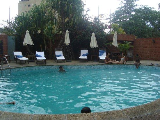 Costa Real Suites : Vista de la piscina