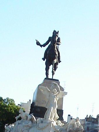 Recoleta: Monumento Av del Libertador