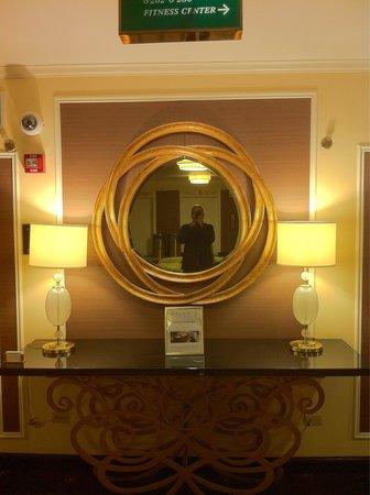 Palmer House A Hilton Hotel: In the mirror again