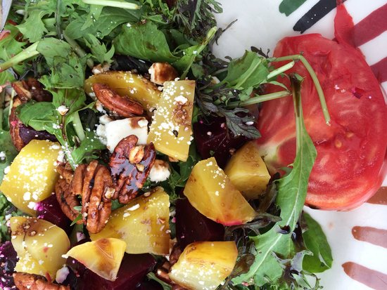Madrona Bar & Grill: Delicious beets and greens salad