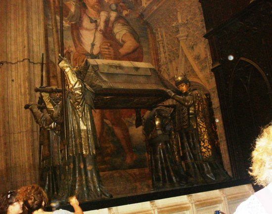 Catedral de Sevilla: Remains of Christopher Columbus in the Cathedral