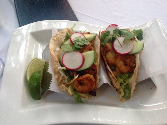 Coco Bistro: Spicy shrimp tacos were amazing !!