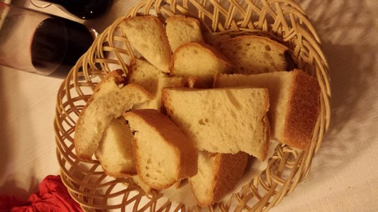 Auberge de Saviese : Le fameux pain en plastique