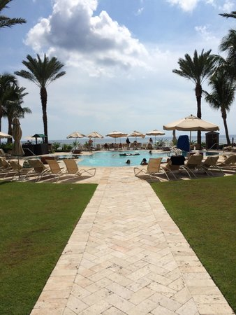 Eau Palm Beach Resort & Spa : Walk to the ADULTS ONLY pool :-)