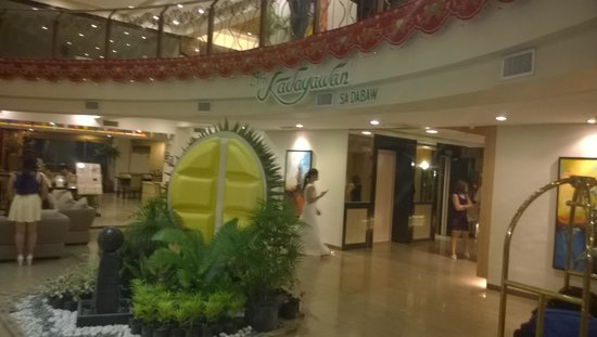 The Pinnacle Hotel and Suites: lobby with Kadayawan Festival theme