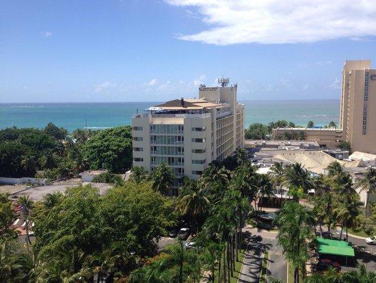 El San Juan Resort & Casino, A Hilton Hotel: Hotel visto desde otro edificio.