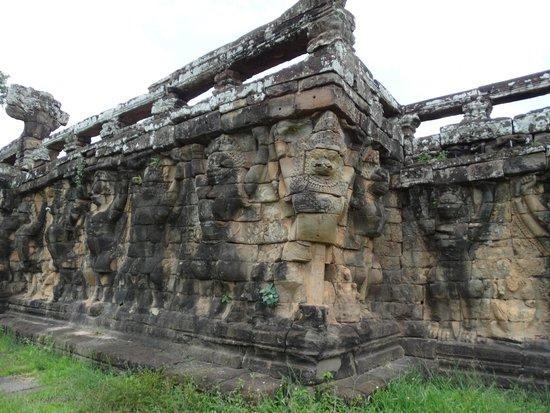 Bayon (Angkor) : 像のテラス