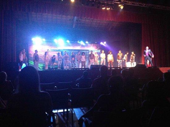 Grand Sirenis Riviera Maya Resort & Spa: Entertainment team - Party show