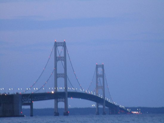 Super 8 Bridgeview of Mackinaw City: Night view from park