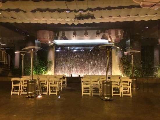 The Westin South Coast Plaza : Outdoor venue and water feature