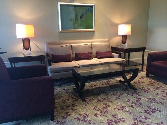 The Westin South Coast Plaza : Lobby seating at elevators