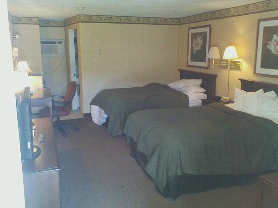 Quality Inn Breeze Manor : Two bed room morning of checkout