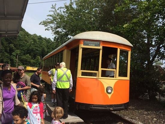 Trolley Museum Of New York: trip on trolley