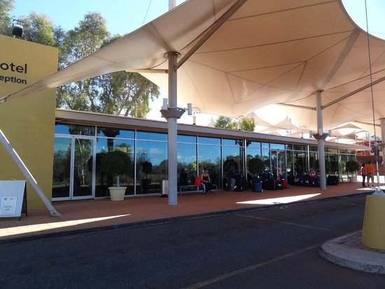 Desert Gardens Hotel, Ayers Rock Resort : Front Desert Gardens Hotel