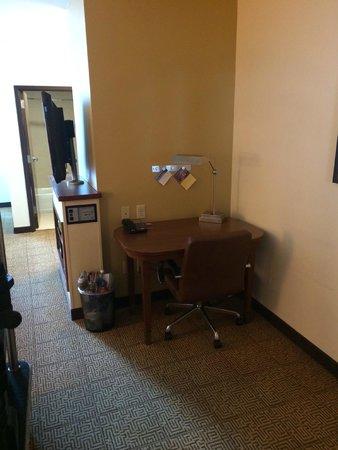 Hyatt Place Salt Lake City - Downtown: Desk in the room