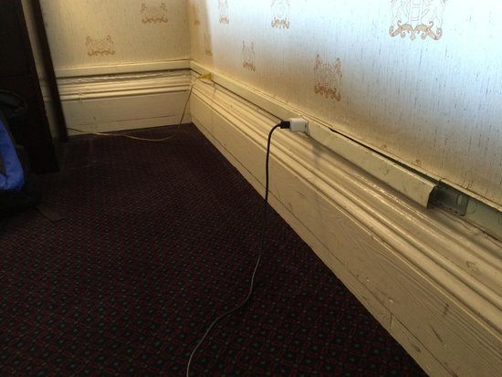 Congress Plaza Hotel: Scary cord extensions