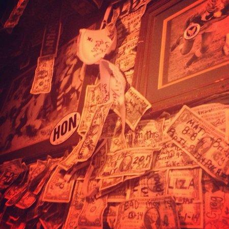 McGuire's Irish Pub: Interesting decor