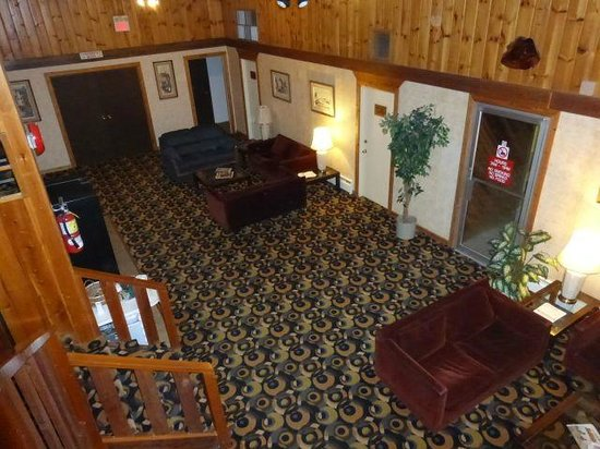 Downtowner Motor Inn: The common area from the upstairs