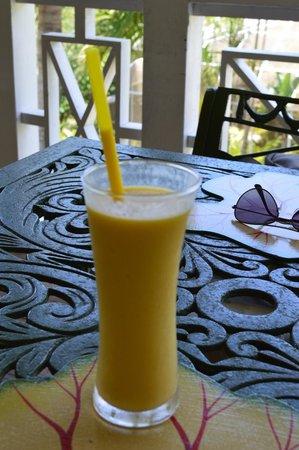 Oasis in the Gardens Restaurant: Mango drink