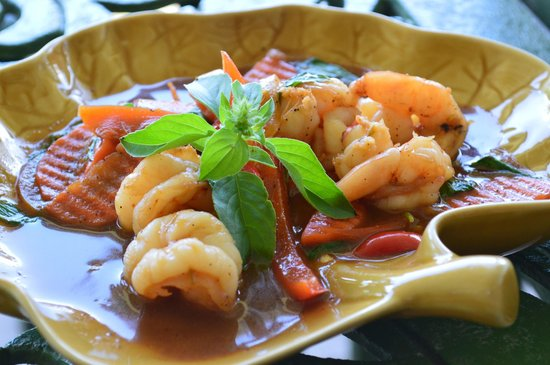 Oasis in the Gardens Restaurant: Prawn with basil and chilies