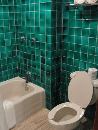The Royal Caribbean: Banheiro - vaso e banheira