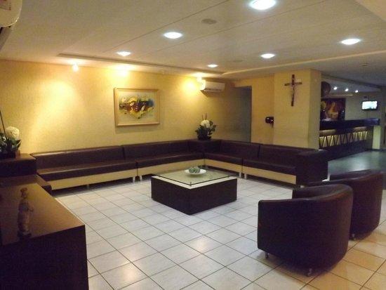 Netuanah Praia Hotel: sala social confortável.