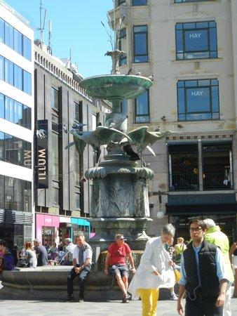Strøget : Storkespringvandet (Stork Fountain).