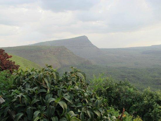 Maili Saba Camp - Nakuru: Mennangai Crater
