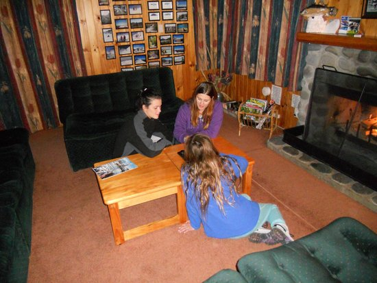 Sportsmans Lodge: Playing games by the fire