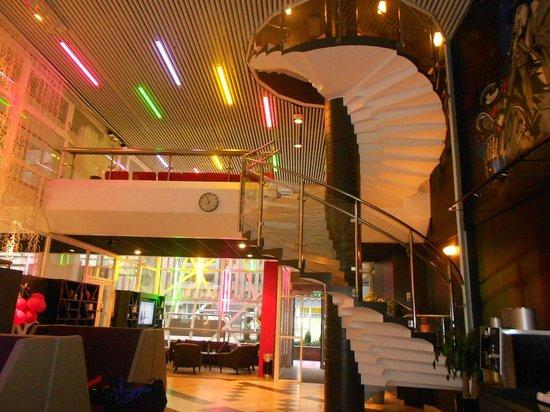 Comfort Hotel Stockholm: hall do hotel