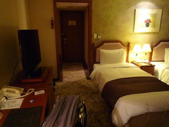 Hotel Riviera Seoul: 室内から入口を見る