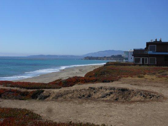 Sea Breeze Inn: The shore