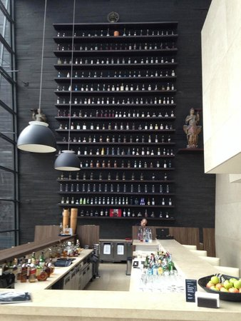 Hotel Unique: The Wall Bar