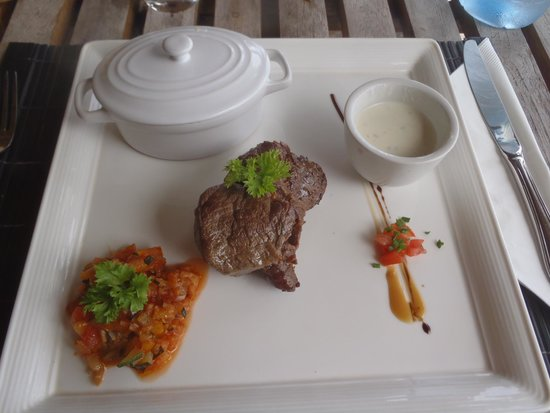 Matira Beach Restaurant : Filet mignon with bleu cheese. Mmm!