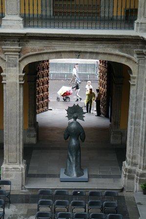 Museo de Arte SHCP Antiguo Palacio del Arzobispado: Looking out the entrance