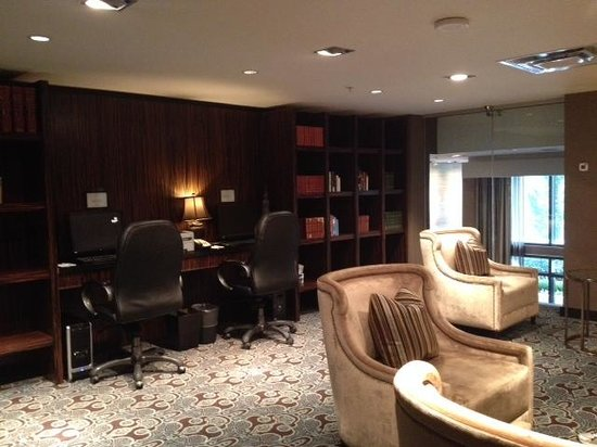 L'Hermitage Hotel: business centre in lounge (2nd floor)
