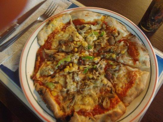 Pizza Daniel : Veggie pizza, but Allo's just a bit better