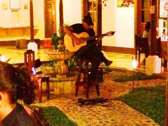 Restaurante Mammas Antigua: jardin,,music....
