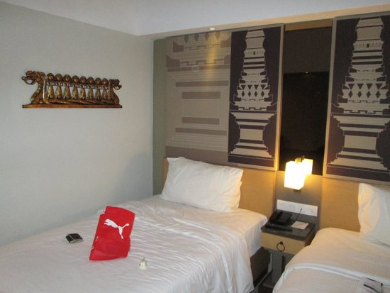 Hotel Horison Seminyak: From end of the room (my stuff on the bed, I also sat on it before this was taken)