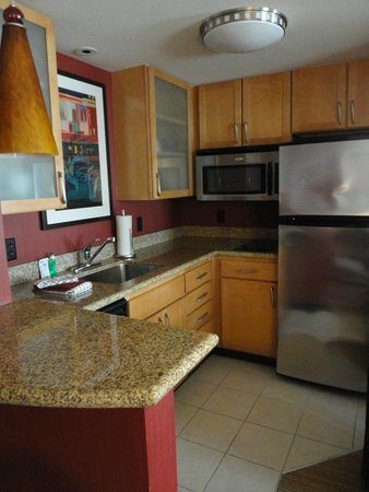 Residence Inn Miami Airport : Kitchen in suite