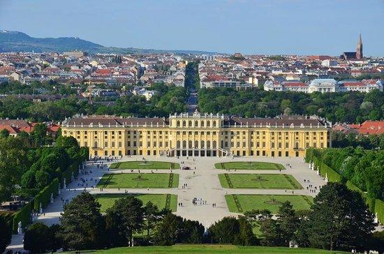 Schloss Schönbrunn: グロリエッテから宮殿を望む