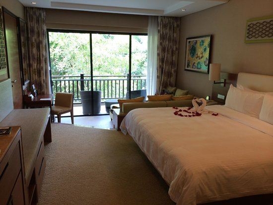 Shangri-La's Rasa Ria Resort & Spa: garden view room with a second level day bed - divine!