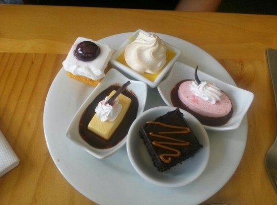 Tinkuy Buffet Restaurant at Sanctuary Lodge: Sobremesas