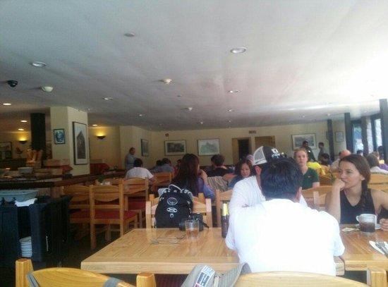 Tinkuy Buffet Restaurant at Sanctuary Lodge: Restaurante simples