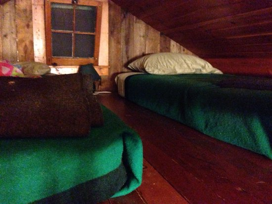 Van Hoevenberg Lodge & Cabins: Loft with 2 twin beds